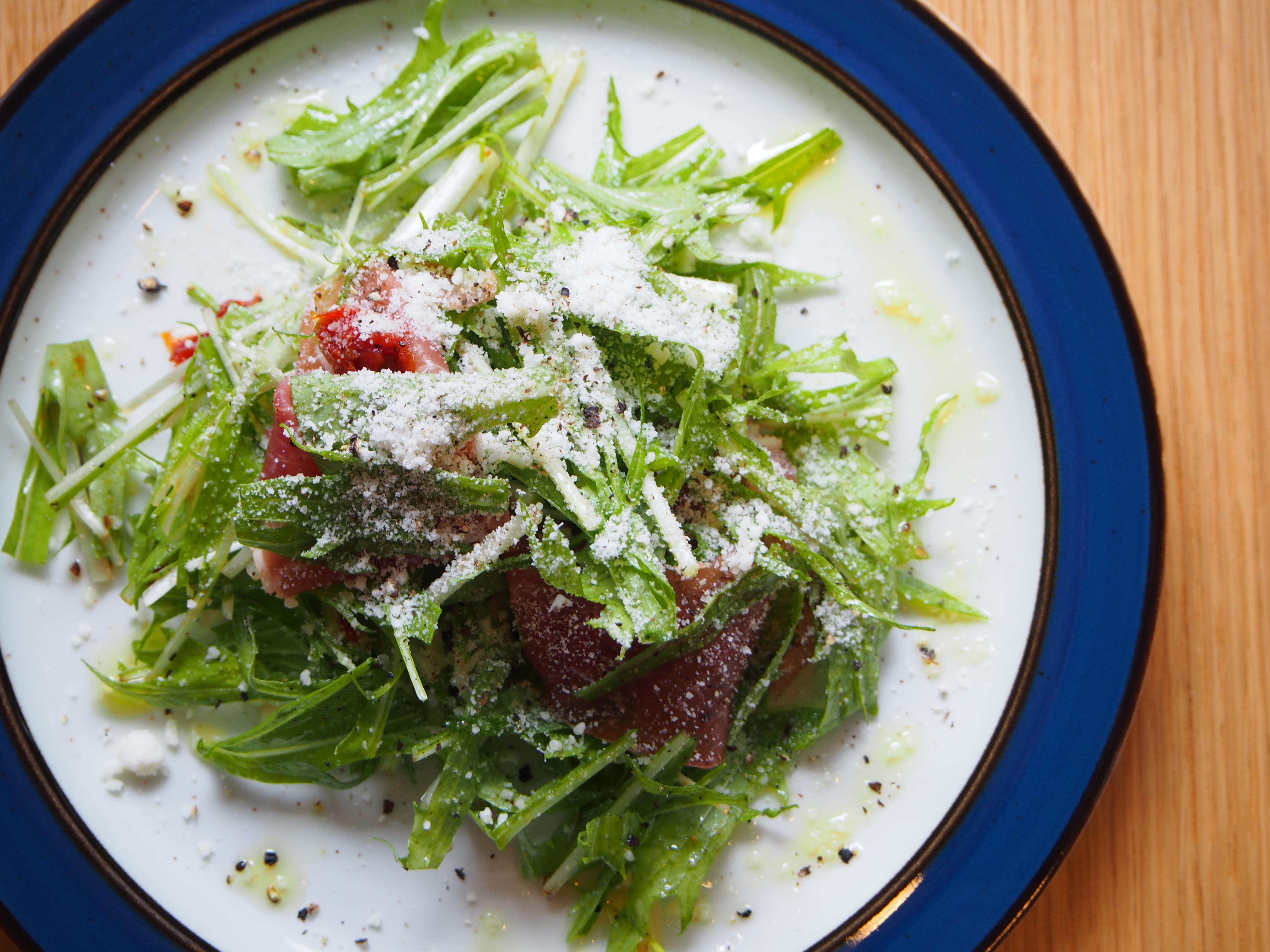 野菜ソムリエが厳選する旬の特選素材を丁寧に調理します