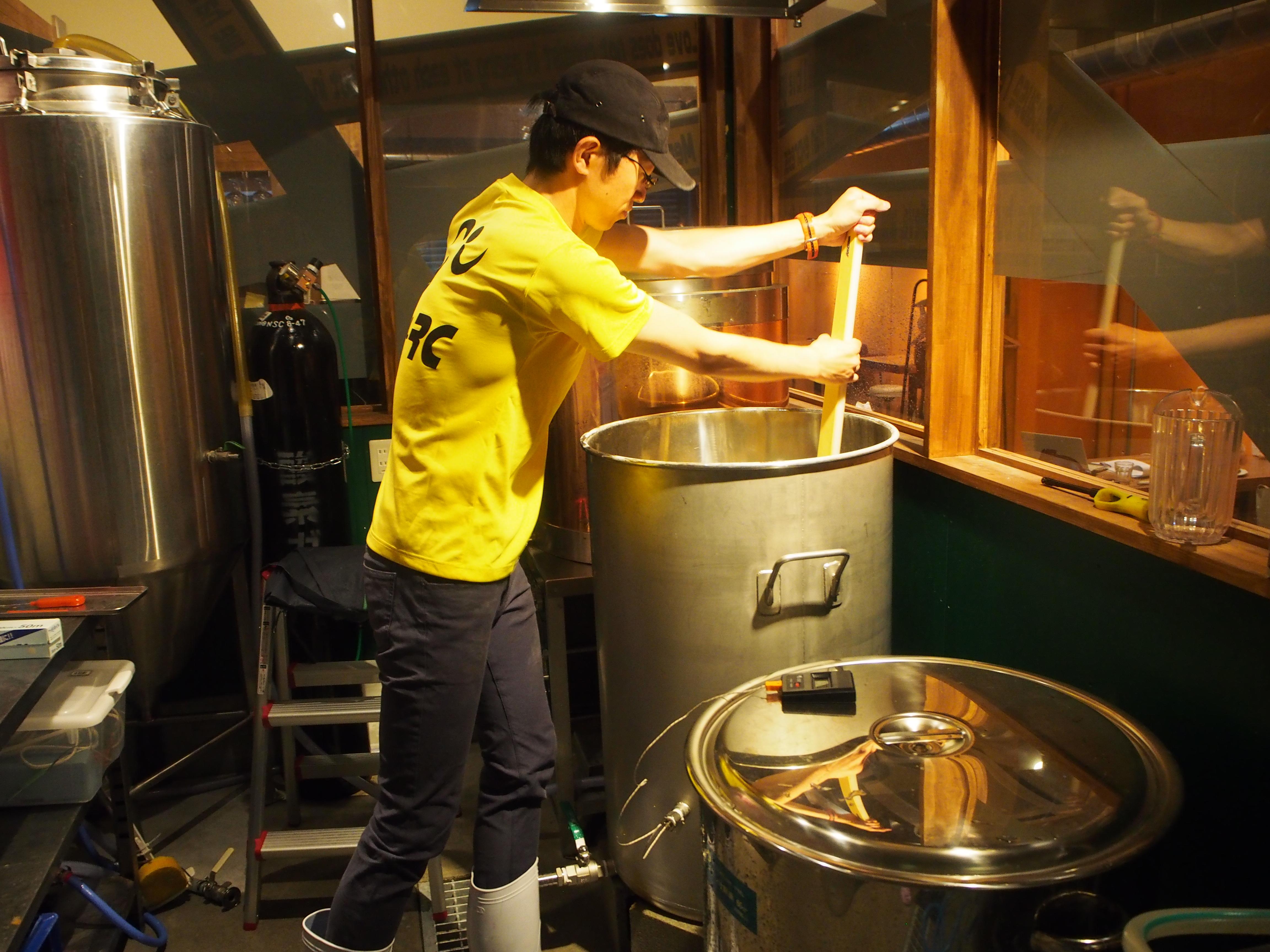 店内のビール工場で作られる鮮度抜群のオリジナルクラフトビール