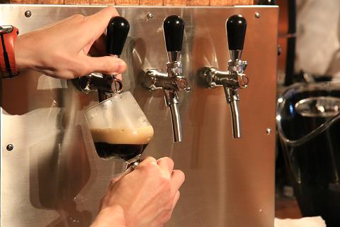 出来立ての自家製クラフトビール